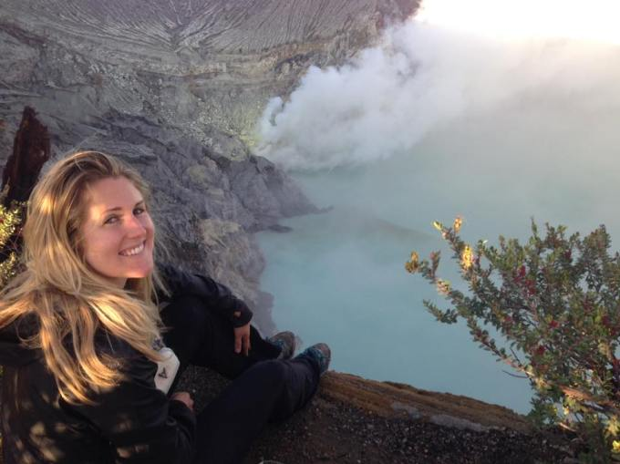 Hiking Mount Ijen in Indonesia Kuta Beach, Indonesia | One month backpacking in Indonesia | Art Therapy with Kimberly